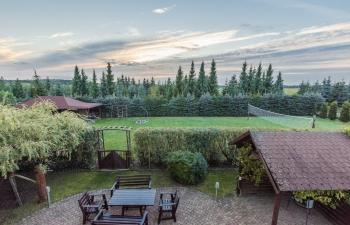 Noclegi na Mazurach, widok z tarasu na ogród,,Kamionki